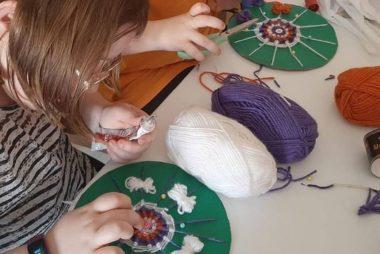 Talleres de labores para adultos y niños
